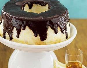chocolate-drizzled-angel-food-cake-R067424-ss