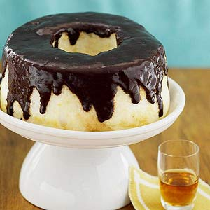 chocolate-drizzled-angel-food-cake-R067424-ss